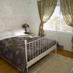 Отель Serenity Bed and Breakfast Канада, Бурнаби - отзывы, цены и фото номеров - забронировать отель Serenity Bed and Breakfast онлайн комната для гостей фото 3