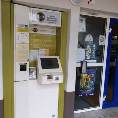 Отель B&B Hôtel Auxerre Bourgogne банкомат