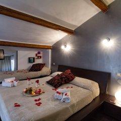 Отель The Victory Suite Guesthouse сейф в номере