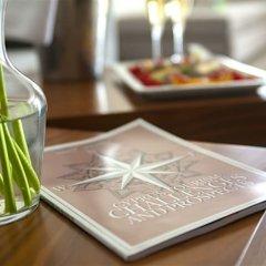 King Evelthon Beach Hotel & Resort гостиничный бар фото 3