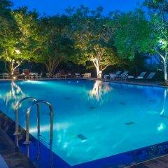 Отель Kassapa Lions Rock бассейн