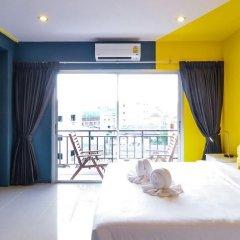 Отель Two Color Patong Номер Делюкс с разными типами кроватей