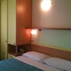 Hotel Capri Римини сейф в номере