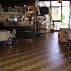 Отель Villa Tua Италия, Риччоне - отзывы, цены и фото номеров - забронировать отель Villa Tua онлайн гостиничный бар