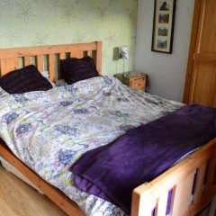 Отель 3 Bedroom Family Home Near The DLR сейф в номере
