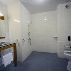 Central Hotel Cayenne in Cayenne, French Guiana from 111$, photos, reviews - zenhotels.com bathroom photo 2
