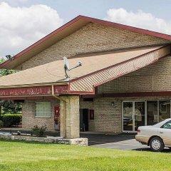 Отель Econo Lodge Columbus Колумбус вид на фасад