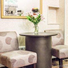 Отель Econo Lodge Times Square США, Нью-Йорк - 1 отзыв об отеле, цены и фото номеров - забронировать отель Econo Lodge Times Square онлайн интерьер отеля фото 2