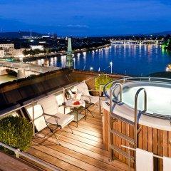 Grand Hotel Les Trois Rois бассейн