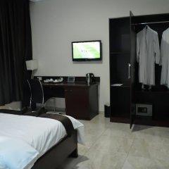 De Santos Hotel сейф в номере