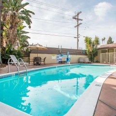 Отель Rodeway Inn Convention Center США, Лос-Анджелес - отзывы, цены и фото номеров - забронировать отель Rodeway Inn Convention Center онлайн бассейн