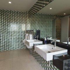 Отель Feung Nakorn Balcony Rooms and Cafe гостиничный бар