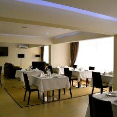 Отель New Brookfields Hotel Сьерра-Леоне, Фритаун - отзывы, цены и фото номеров - забронировать отель New Brookfields Hotel онлайн питание фото 2