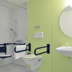 Отель B&B Hotel Braunschweig-Nord Германия, Брауншвейг - отзывы, цены и фото номеров - забронировать отель B&B Hotel Braunschweig-Nord онлайн ванная фото 2