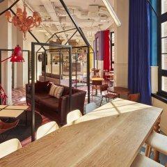 Отель Generator Amsterdam Нидерланды, Амстердам - 3 отзыва об отеле, цены и фото номеров - забронировать отель Generator Amsterdam онлайн интерьер отеля фото 3