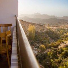 Отель Al Anbat Hotel & Restaurant Иордания, Вади-Муса - отзывы, цены и фото номеров - забронировать отель Al Anbat Hotel & Restaurant онлайн балкон