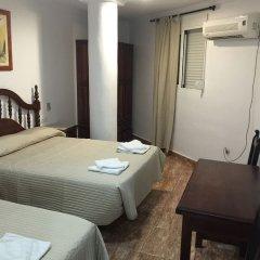 Hotel Manantiales Торремолинос комната для гостей