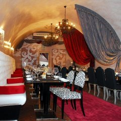Iron Gate Hotel and Suites питание