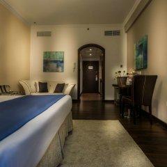 First Central Hotel Suites сейф в номере