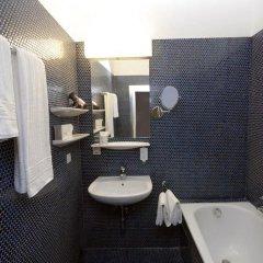 Отель Vier Jahreszeiten Salzburg Австрия, Зальцбург - отзывы, цены и фото номеров - забронировать отель Vier Jahreszeiten Salzburg онлайн ванная фото 2