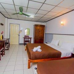 Отель Sutus Court 3 комната для гостей