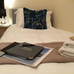 Отель Greystoke House сейф в номере