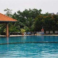 Отель The Leela Resort & Spa Pattaya бассейн фото 2