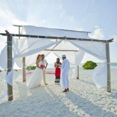 Отель Holiday Island Resort & Spa