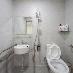 Отель Stay 7 - Hostel (formerly K-Guesthouse Myeongdong 3) Южная Корея, Сеул - 1 отзыв об отеле, цены и фото номеров - забронировать отель Stay 7 - Hostel (formerly K-Guesthouse Myeongdong 3) онлайн ванная