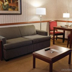 Отель Holiday Inn Express & Suites Bloomington - Mpls Arpt Area West Блумингтон комната для гостей