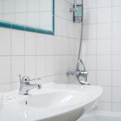 Отель Teaterhotellet Швеция, Мальме - 1 отзыв об отеле, цены и фото номеров - забронировать отель Teaterhotellet онлайн ванная фото 2