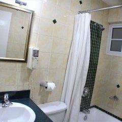 Отель Altamont Court Hotel Ямайка, Кингстон - отзывы, цены и фото номеров - забронировать отель Altamont Court Hotel онлайн ванная фото 2