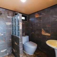 Отель 5 Bedrooms Pool Villa Behind Phuket Z00 Таиланд, Бухта Чалонг - отзывы, цены и фото номеров - забронировать отель 5 Bedrooms Pool Villa Behind Phuket Z00 онлайн ванная