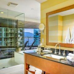 Отель Pinnacle Hotel Harbourfront Канада, Ванкувер - отзывы, цены и фото номеров - забронировать отель Pinnacle Hotel Harbourfront онлайн ванная