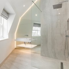 Отель Incredible 6 Storey 4 bed Luxury House in St James Лондон ванная