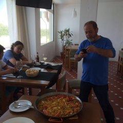 Отель ApartHotel Voramar Испания, Кала-эн-Форкат - отзывы, цены и фото номеров - забронировать отель ApartHotel Voramar онлайн питание