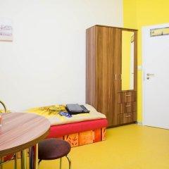 Апартаменты Apartment Four Year Seasons Прага комната для гостей