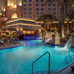 Отель Hilton Grand Vacations on the Las Vegas Strip бассейн