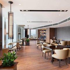 Отель Courtyard by Marriott Seoul Namdaemun Южная Корея, Сеул - отзывы, цены и фото номеров - забронировать отель Courtyard by Marriott Seoul Namdaemun онлайн гостиничный бар