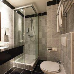 Отель Holiday Inn Brussels Schuman Бельгия, Брюссель - отзывы, цены и фото номеров - забронировать отель Holiday Inn Brussels Schuman онлайн ванная фото 2