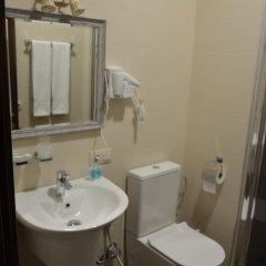 Отель Griboedov Грузия, Тбилиси - отзывы, цены и фото номеров - забронировать отель Griboedov онлайн ванная