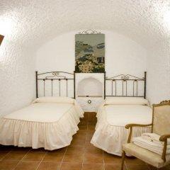 Отель Cuevalia. Alojamiento Rural en Cueva комната для гостей фото 4