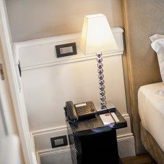 Отель The Independent Suites сейф в номере