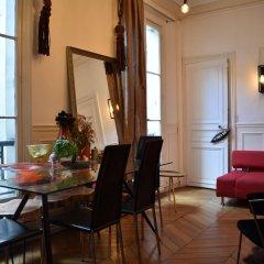 Апартаменты Charming 1 Bedroom Apartment in St Germain гостиничный бар