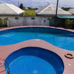 Отель EEMJM Hotels and Suites Limited бассейн