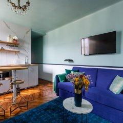 Отель Luxury 2 Bedroom With AC - Louvre & Champs Elysees Париж гостиничный бар