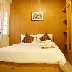 Отель Ratchadamnoen Residence Бангкок комната для гостей
