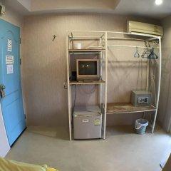 Отель Roof View Place сейф в номере