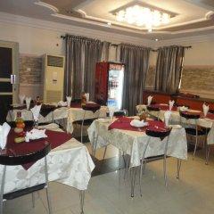 Отель SDM Tavern and Suites питание