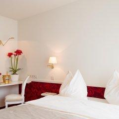 Hotel Amadeus сейф в номере